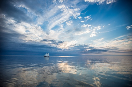 Sailing-ship-on-the-calm-water